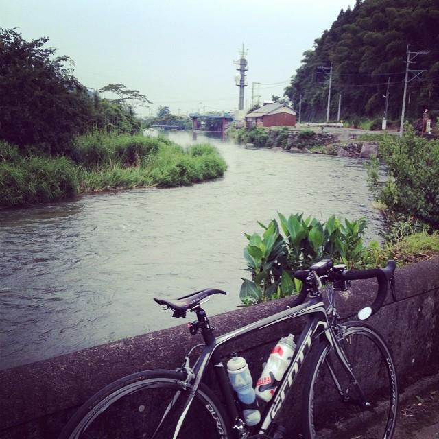 蒸し暑い #イマソラ #空 #雲 #川 #ロードバイク #秋月
