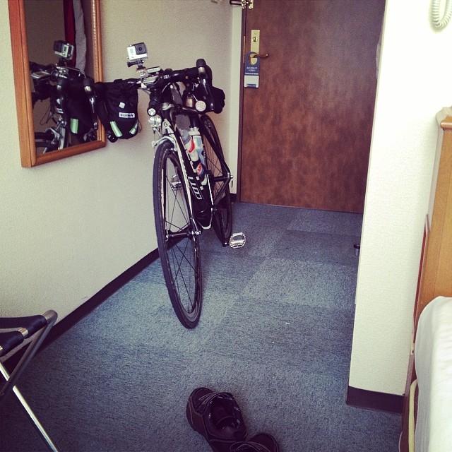 高鍋のホテルにてついに私もDNF。PC-2タイムアウトギリギリでこの先不眠不休と尻痛でのライドは無理じゃ。#audax #brm #like #ロードバイク